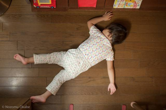 When Kids Are Tired, It Doesn't Matter For Them Where To Sleep