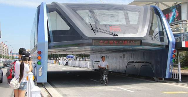 It Looks Like That China's Futuristic Elevated Bus Will Never Be