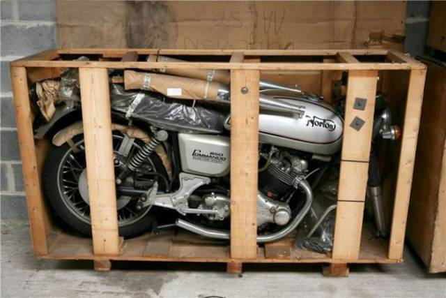 """11 """"Brand New"""" Motorcycles From The Mid 70s Were Discovered In A Belgian Store"""