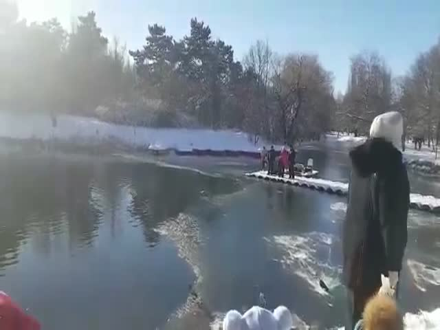 This Man Is A True Hero Saving The Dog From The Freezing Death!
