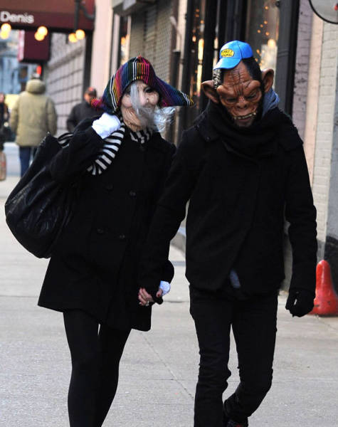 These Celebs Don't Get Shy When Being Stalked By Paparazzis